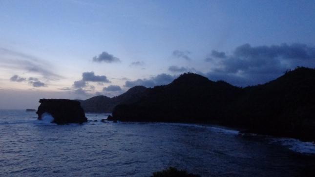 Selamat Malam, Mobaran pantai.