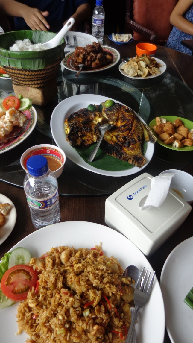 Nasi goreng at Nelayan.